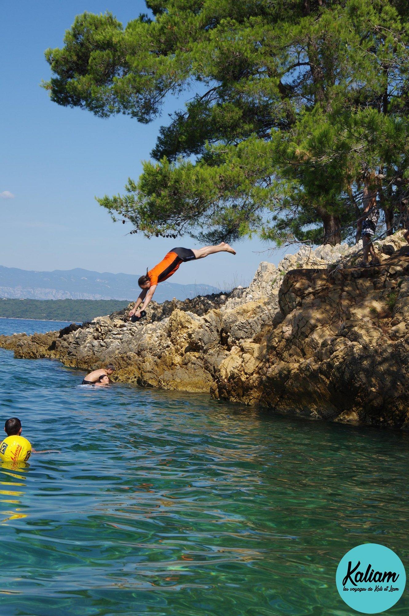 Saut de falaise de Mathieu en Croatie